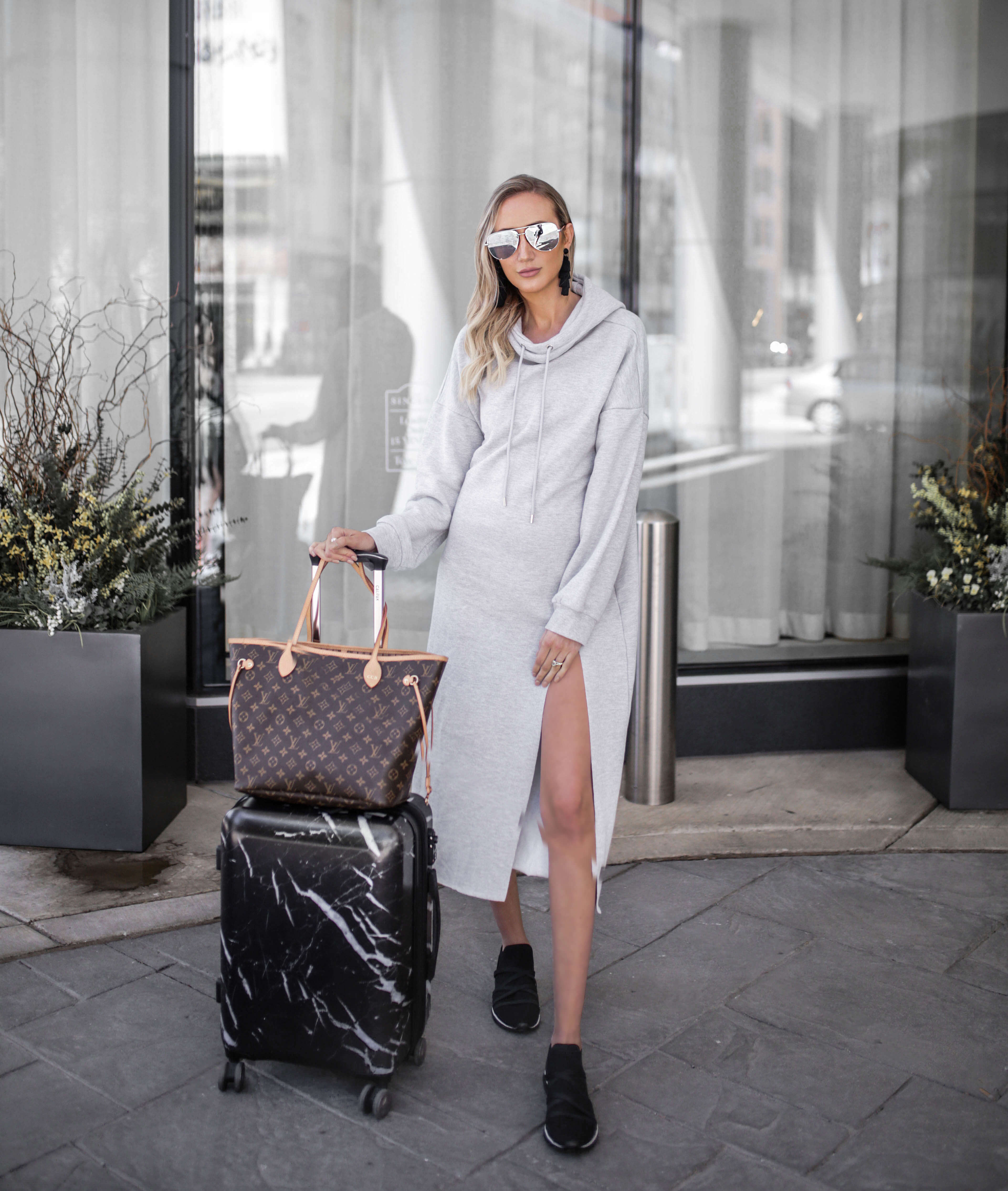 Pregnancy Travel Style, chic pregnancy style, travel style, comfortable travel outfit